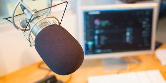 Necesario revisar carga regulatoria en radiodifusión